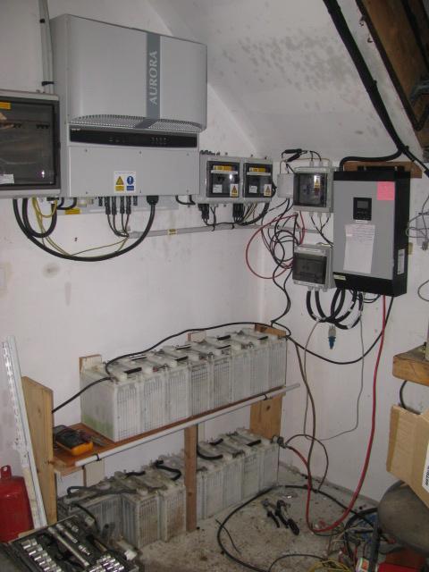 vu de l`instalation onduleurs batteries